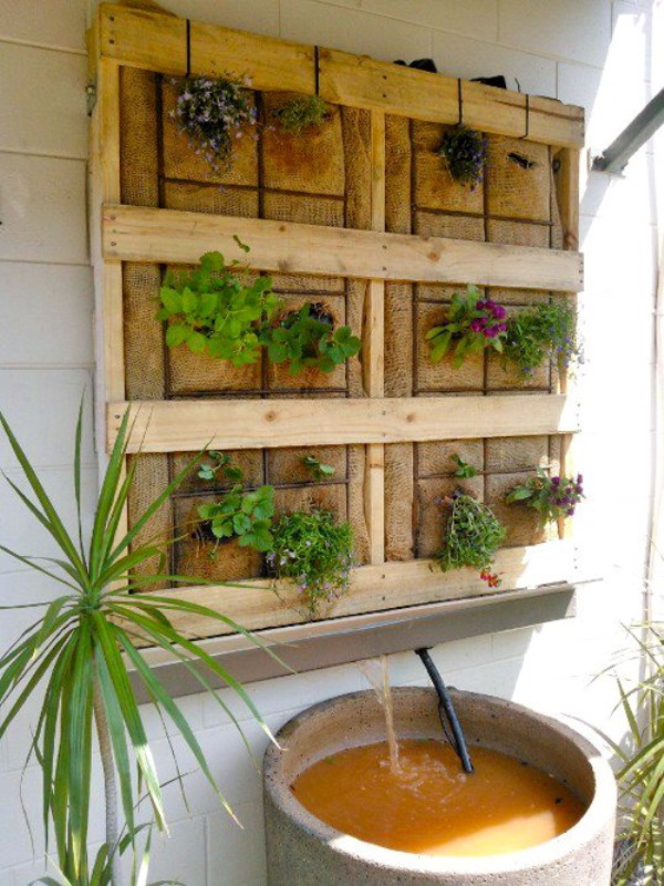 21 Simply Beautitful DIY Vertical Garden Projects That Will Transform Your Design homesthetics design (13)