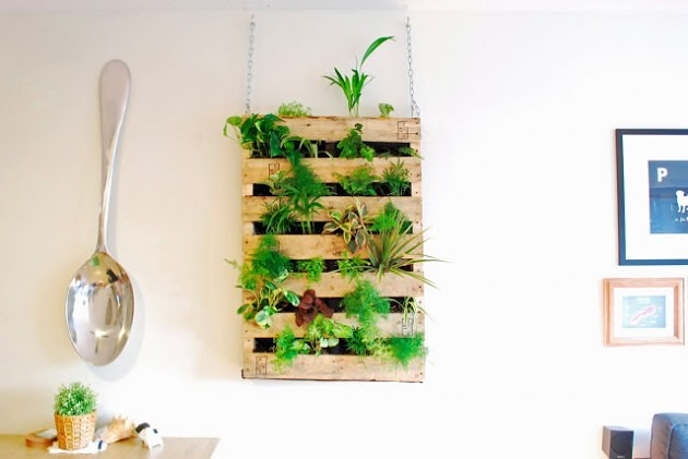 21 Simply Beautitful DIY Vertical Garden Projects That Will Transform Your Design homesthetics design (20)