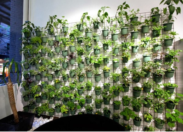 21 Simply Beautitful DIY Vertical Garden Projects That Will Transform Your Design homesthetics design (7)
