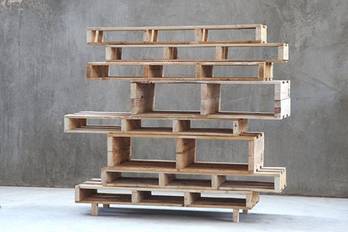22 Simply Clever Homemade Pallet Furniture Designs To Start Right Now homesthetics wooden pallets diy projects (1)