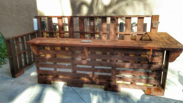22 Simply Clever Homemade Pallet Furniture Designs To Start Right Now homesthetics wooden pallets diy projects (10)