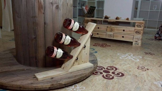 22 Simply Clever Homemade Pallet Furniture Designs To Start Right Now homesthetics wooden pallets diy projects (14)