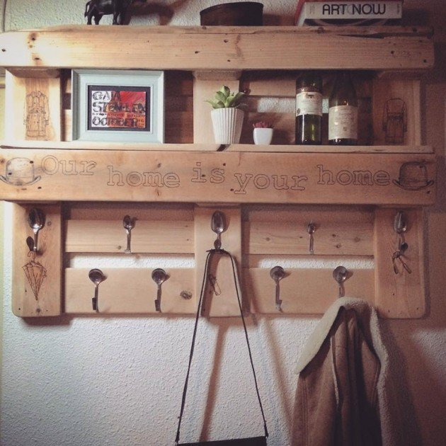 22 Simply Clever Homemade Pallet Furniture Designs To Start Right Now homesthetics wooden pallets diy projects (22)