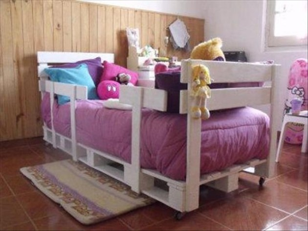 MAKE A BEAUTIFUL WOODEN PALLET CRIB FOR YOUR LITTLE LOVED ONE