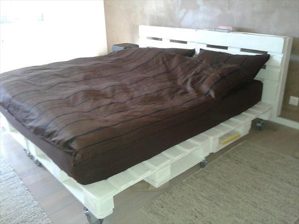 #6 SIMPLE WOODEN PALLET BED ON WHEELS