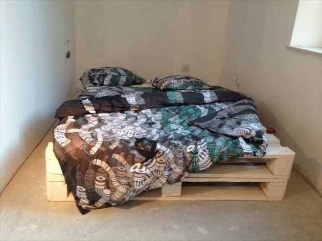 #3 IMPROVISE A BED FAST AND ACCESSORIZE IT FOR A SCANDINAVIAN DESIGN LINE