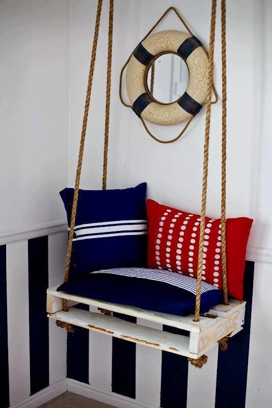 #18 SMALL WOODEN PALLET PATIO SWING