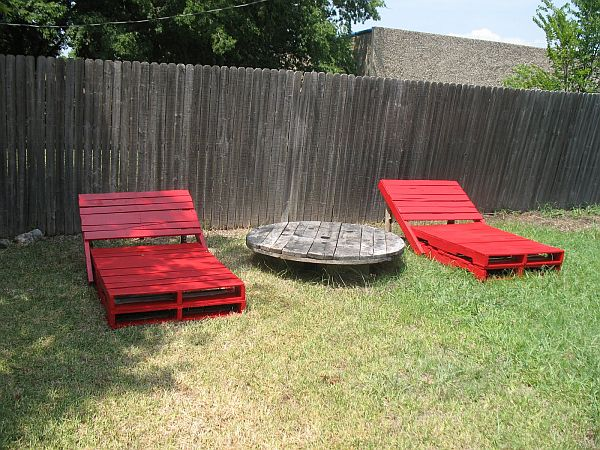 LOUNGE CHAIRS REALIZED FROM WOODEN PALLETS