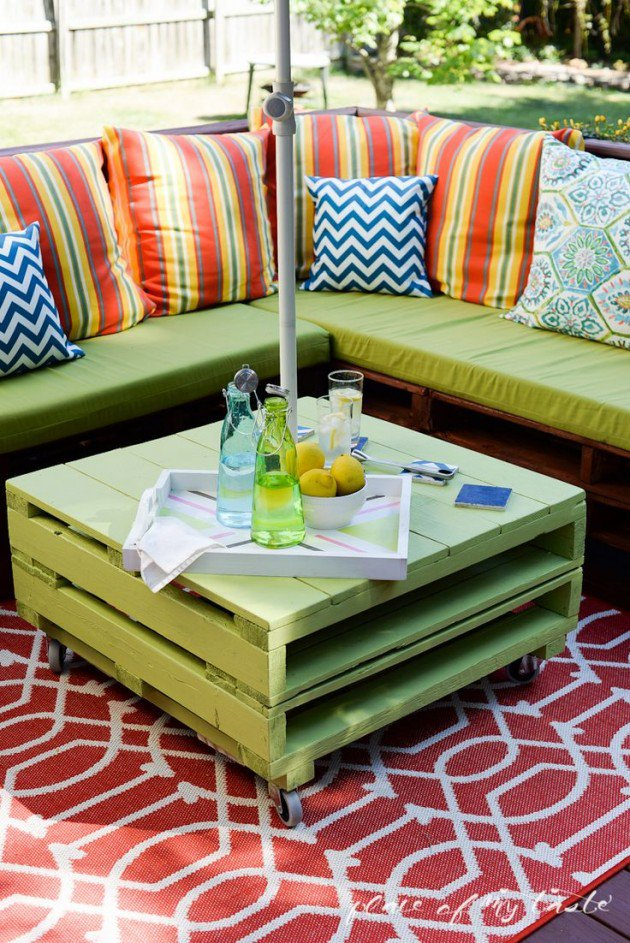#9 WOODEN PALLET COUCH OUTDOORS BEAUTIFIED THROUGH REFRESHING VIBRANT COLORS
