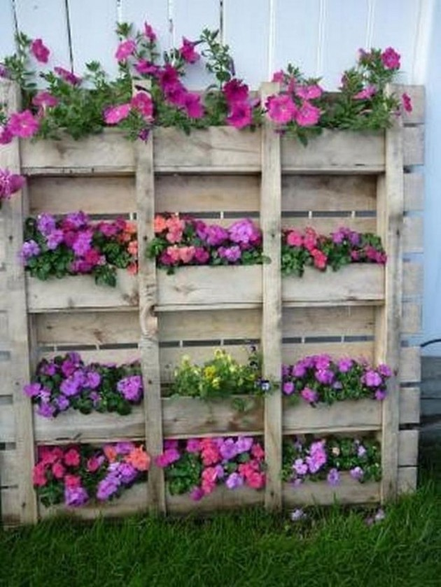 #5 WOODEN PALLET PLANTER NESTLING PURE BEAUTY