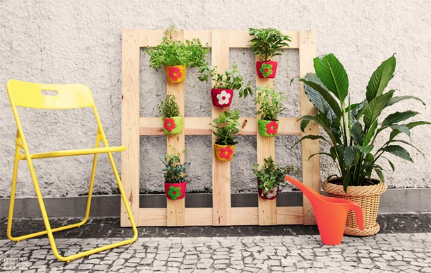 #8 SIMPLE WOODEN PALLET NESTLING FLOWER POTS