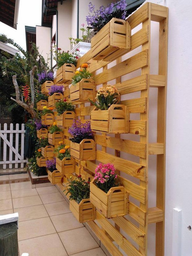 #11 OUTDOOR WOODEN PALLETS CARRYING PLANTERS AND FLOWERS