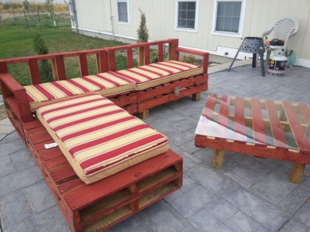 #21 WOODEN PALLET COUCH AND COFFEE TABLE WEARING RED