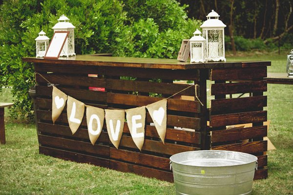 #20 OUTDOOR WEDDING BAR REALIZED FROM WOODEN PALLETS