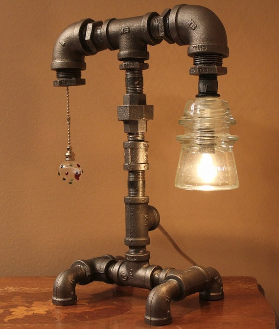 #8 SYMMETRICAL STRUCTURE IN T SHAPED INDUSTRIAL LAMP