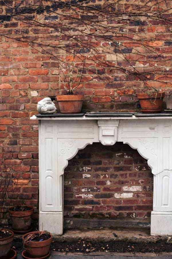 16 Simply Beautiful Ways to Decorate With Mantel Outdoors homesthetics decor (2)