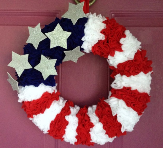 17 Patriotic DIY Wreath Ideas Ready to Welcome Guests Proudly homesthetics ideas (15)
