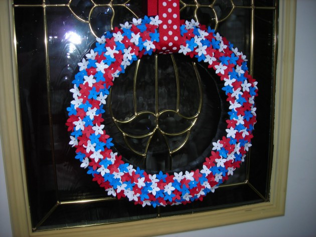 17 Patriotic DIY Wreath Ideas Ready to Welcome Guests Proudly homesthetics ideas (6)
