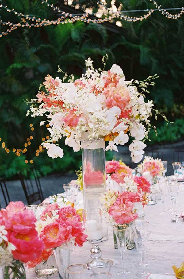 #1 Airy Transparent Decor Focused on Beautiful and Sensible Flower Centerpieces