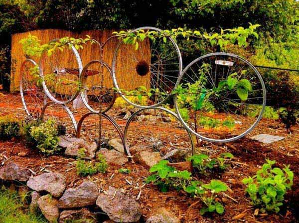 21 Awesomely Creative DIY Crafts Re-purposing Bike Rims  homesthetics upcycling projects (11)