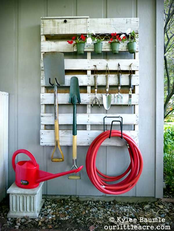 24 Ingenious and Practical DIY Yard Storage Solutions  homesthetics outdoor diy storage (12)