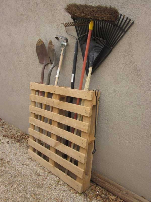 24 Ingenious and Practical DIY Yard Storage Solutions  homesthetics outdoor diy storage (19)