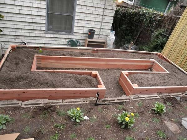 27+ DIY Garden Bed Edging Ideas Ready to Emphasize Your Greenery homesthetics backyard landscaping (12)