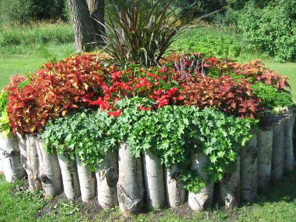 27+ DIY Garden Bed Edging Ideas Ready to Emphasize Your Greenery homesthetics backyard landscaping (25)