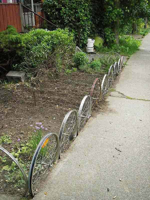 27+ DIY Garden Bed Edging Ideas Ready to Emphasize Your Greenery homesthetics backyard landscaping (26)