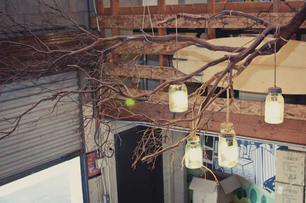30 Sculptural DIY Tree Branch Chandeliers to Realize In an Unforgettable Setup homesthetics decor (8)
