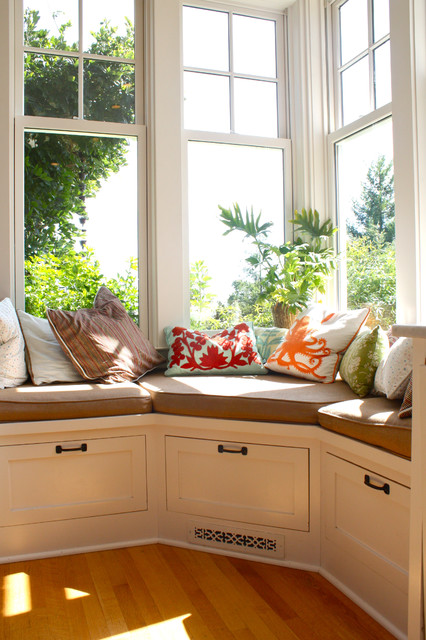 30 Stunning and Mesmerizing Window Seats That Will Beautify Your Home homesthetics window reading nooks (20)