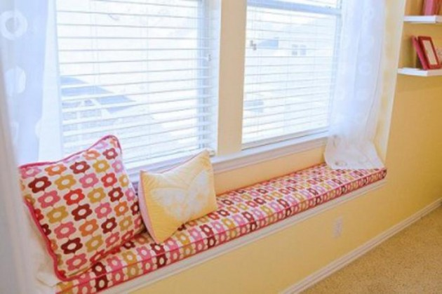 30 Stunning and Mesmerizing Window Seats That Will Beautify Your Home homesthetics window reading nooks (4)