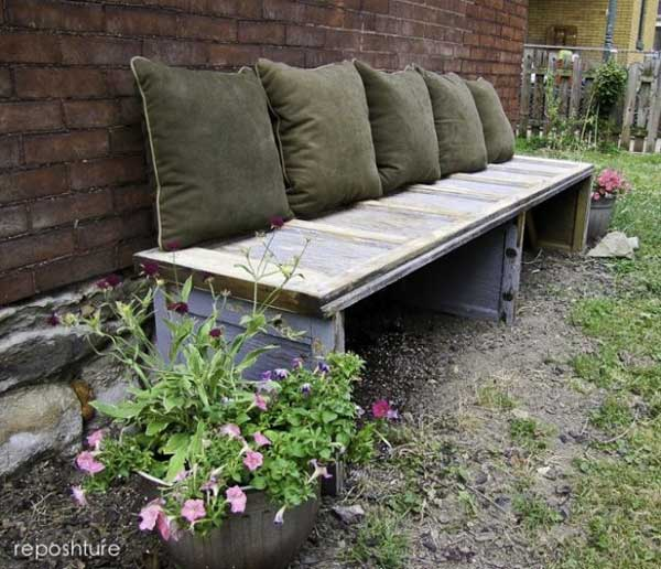 35 Beautiful Garden Benches Projects To Realize This Summer and Emphasize Greenery  homesthetics landscaping (16)