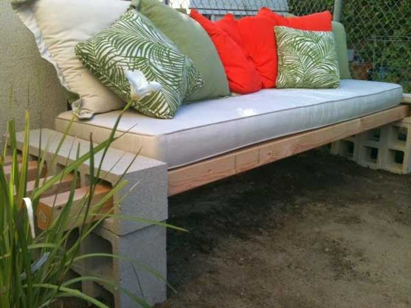 35 Beautiful Garden Benches Projects To Realize This Summer and Emphasize Greenery  homesthetics landscaping (3)