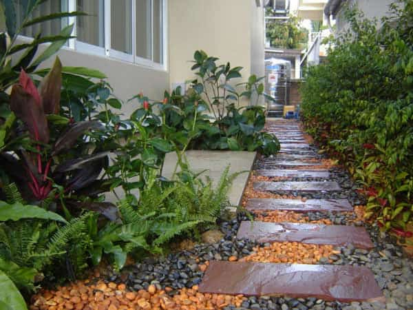 41 Ingenious and Beautiful DIY Garden Path Ideas To Realize in Your Backyard homesthetics backyard landscaping (12)