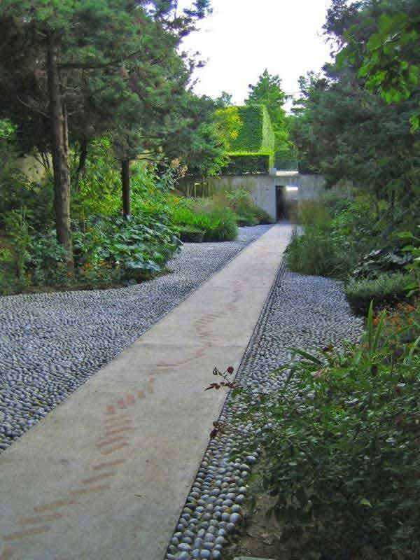 41 Ingenious and Beautiful DIY Garden Path Ideas To Realize in Your Backyard homesthetics backyard landscaping (15)
