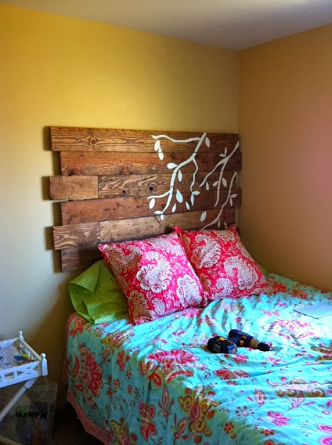 60 Beautiful Inspirational Ideas On How To Recycle Pallets-homesthetics.net (64)