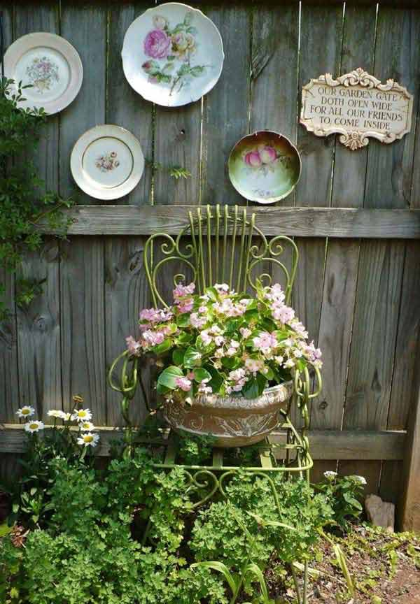 Get Creative With These 23 Fence Decorating Ideas And Transform Your  Backyard Homesthetics Design (10