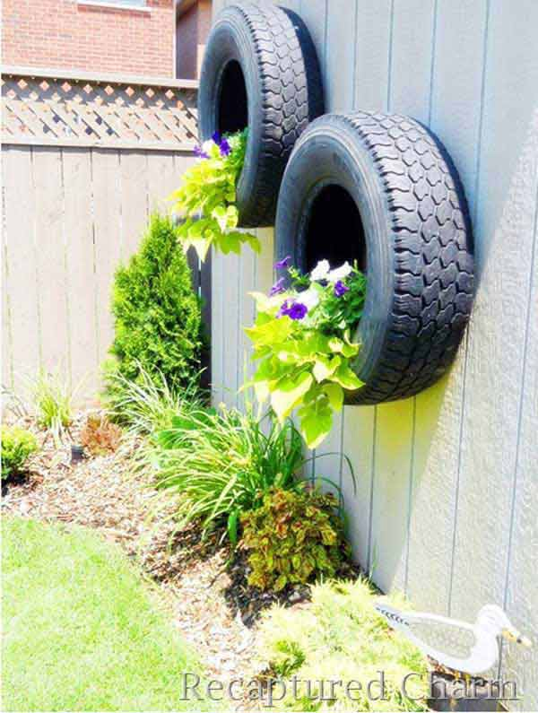 Get Creative With These 23 Fence Decorating Ideas and Transform Your Backyard homesthetics design (21)
