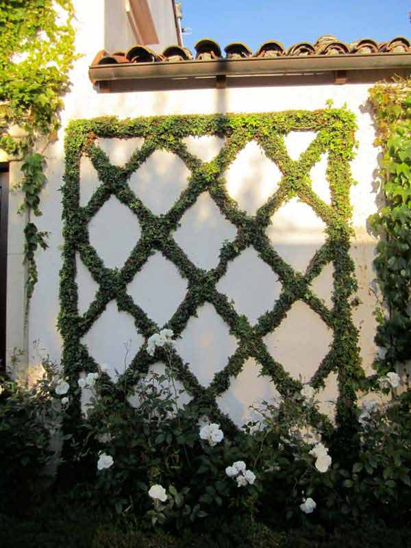 Get Creative With These 23 Fence Decorating Ideas and Transform Your Backyard homesthetics design (25)
