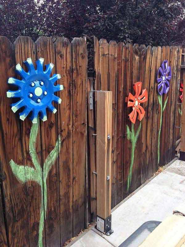 Get Creative With These 23 Fence Decorating Ideas and Transform Your  Backyard homesthetics design (3