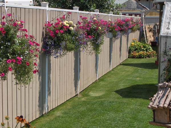 Get Creative With These 23 Fence Decorating Ideas and Transform Your Backyard homesthetics design (5 & Get Creative With These 23 Fence Decorating Ideas and Transform Your ...