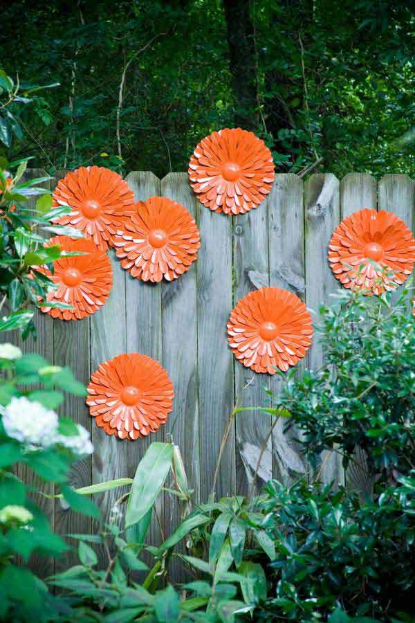 Get Creative With These 23 Fence Decorating Ideas and Transform Your Backyard homesthetics design (8)