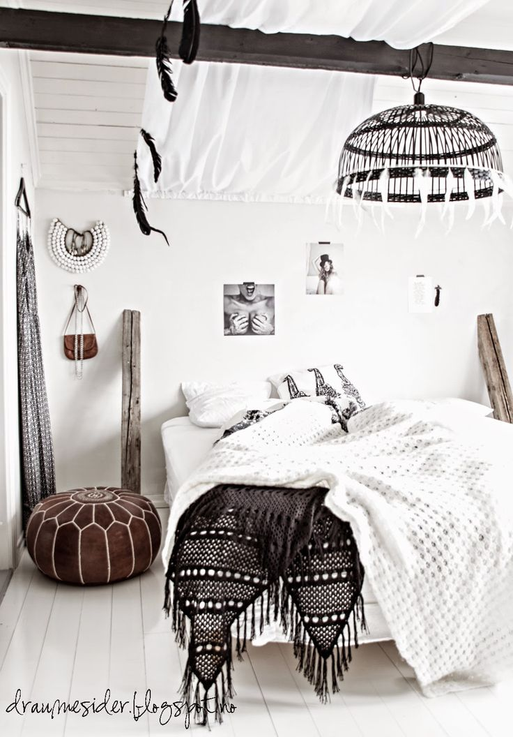 A Black And White Theme In Relaxed Boho Combination Get Inspired From Bohemian Chic Interior