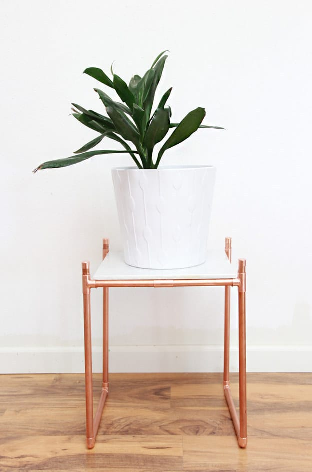 USE COPPERY PIPES TO CREATE A MODERN BODY FOR A SIDE TABLE