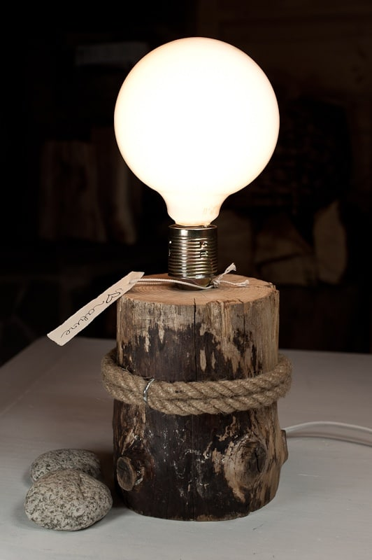 #15 One slice of wood can create a desk lamp within minutes