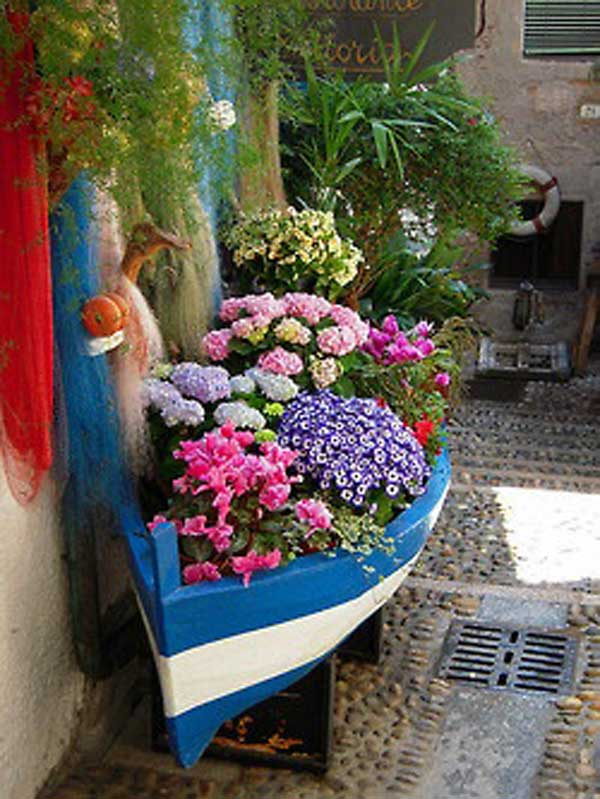 15 Insanely Beautiful and Creative Ways to Reuse Old Boats in Design homesthetics decor (13)