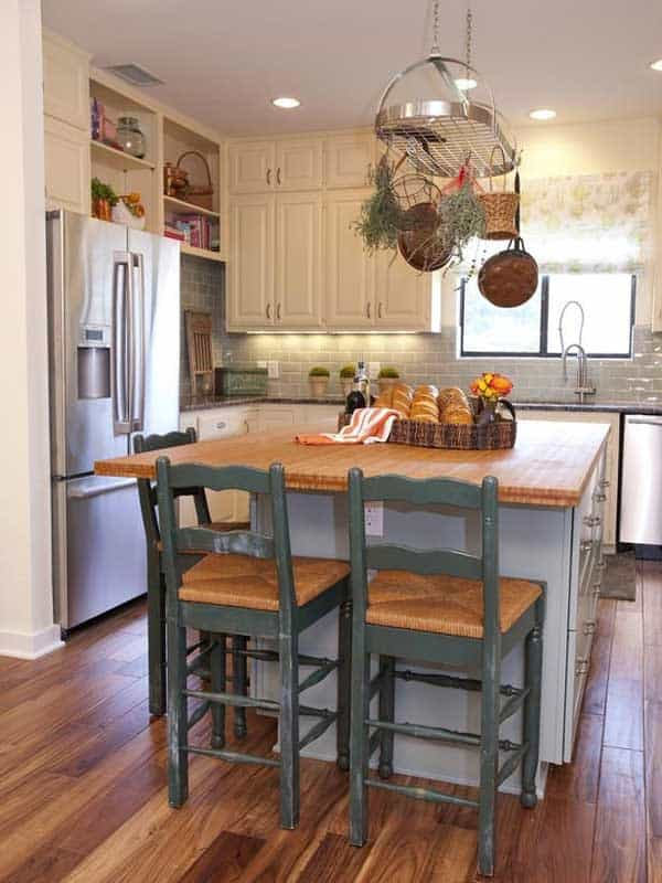 19 Neat Useful Kitchen Isles Designs With Seating Options Included homesthetics decor (14)