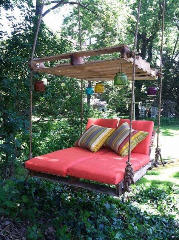 19 Relaxing Suspended Outdoor Beds That Will