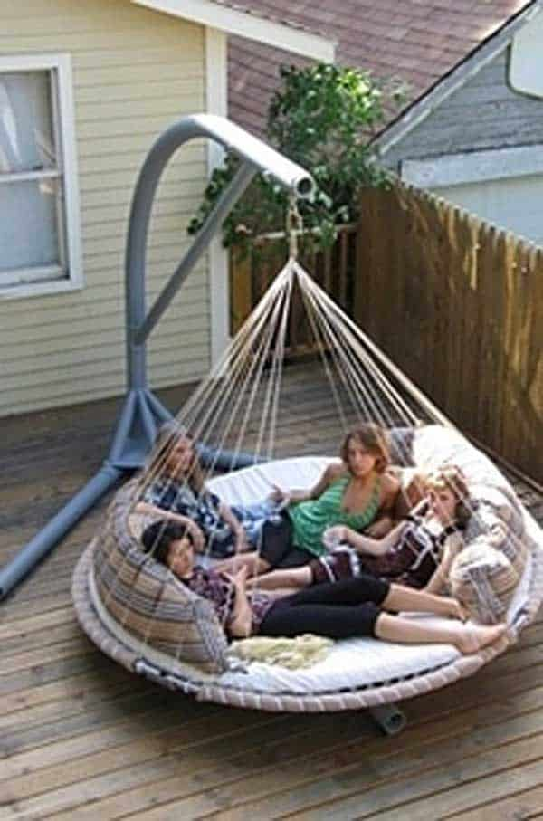 19 Relaxing Suspended Outdoor Beds That Will Transform Your Summer  Homesthetics Decor (5)